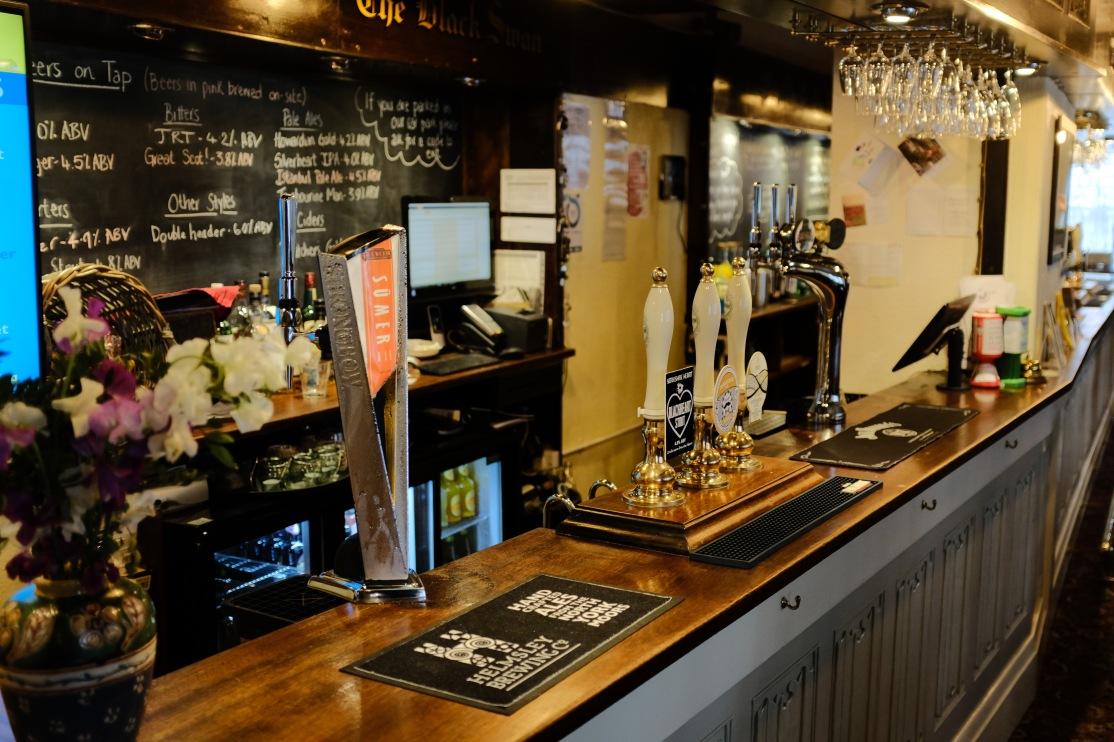 Black Swan bar-1